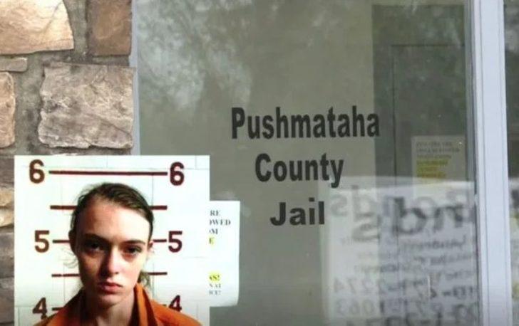 Hapishanedeki erkek arkadaşı için bebeğini öldüresiye dövdü