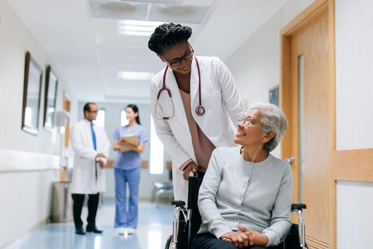 Yaşlılar sağlıklı kalmak için ne yapmalı? Koronavirüsten korunmak için bunları mutlaka yapın