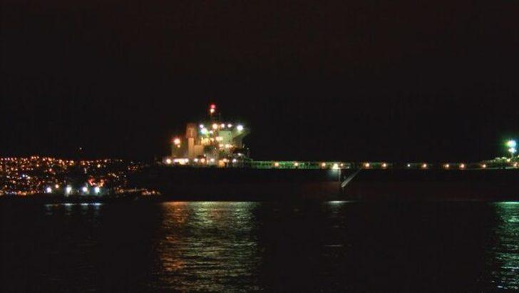 İstanbul Boğazı'nda bir geminin dümeni kilitlendi, ekipler alarma geçti