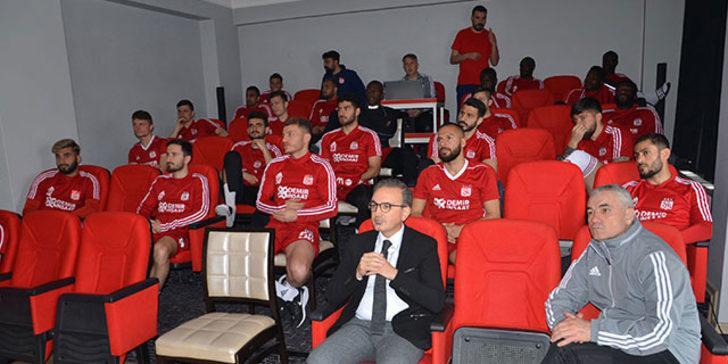 Sivasspor futbolcularına koronavirüs eğitimi verildi!