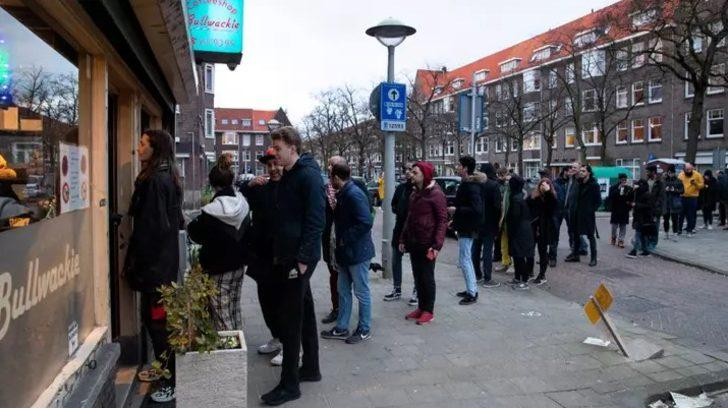 Amsterdam'da koronavirüs tedbirleri: Esrar kafeler kapatılıyor