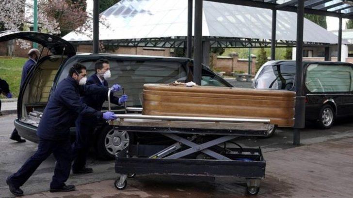 İspanya'da yaşlılar huzurevlerindeki yataklarında ölü bulundu!
