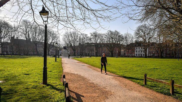 Fotoğraflarla: İngiltere'de koronavirüs nedeniyle boşalan sokaklar