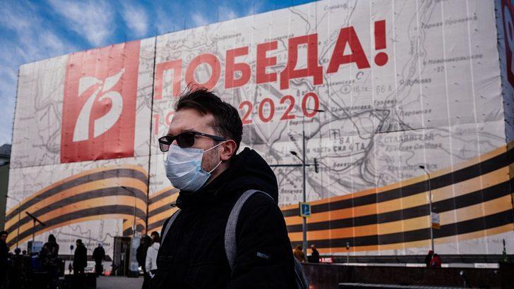 Koronavirüs: Putin, Rusya'da 'yaşamın normal seyrettiği mesajı veriyor'