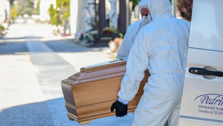 Koronavirüs: İtalya'nın Bergamo kentinde morglarda yer kalmadı, cenazeler askeri araçlarla taşınıyor