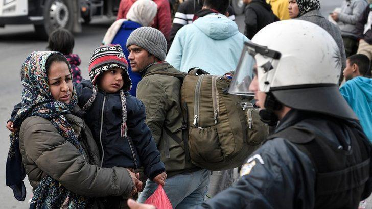 Yunanistan, Türkiye'den gelen göçmenleri 'gizli bir kampta' tuttuğunu yalanladı