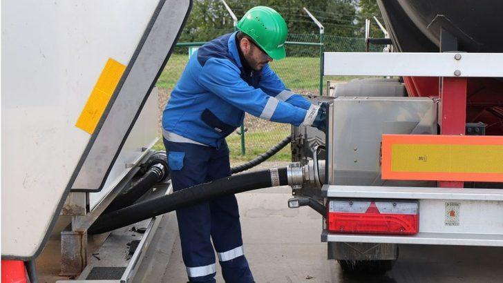Petrol fiyatları: Asya piyasalarındaki yüzde 20 düşüş sonrası uzmanlar 'Fiyat savaşı başladı' diyor