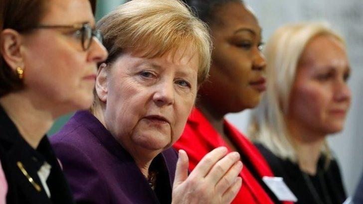 Merkel: Türkiye'nin mülteciler üzerinden AB'ye baskı yapması kabul edilemez 51713822
