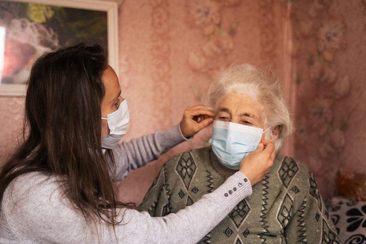 Koronavirüsten korunmada yaşlılar kaygılandırılmadan bilgi verilmeli