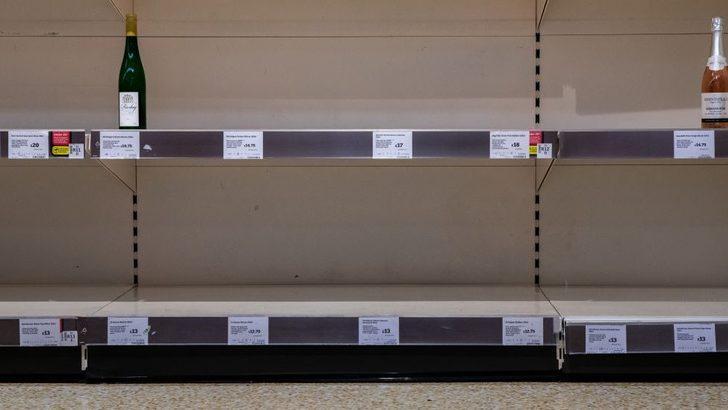 Koronavirüs: İngiltere'de alkollü içki satan mini marketler 'açık kalması gerekli satış noktaları' arasına girdi