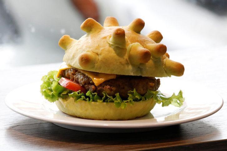Vietnam'da bir restoran 'koronaburger' satışına başladı