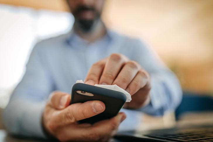 Koronavirüsten korunmak için cep telefonları nasıl temizlenmeli?