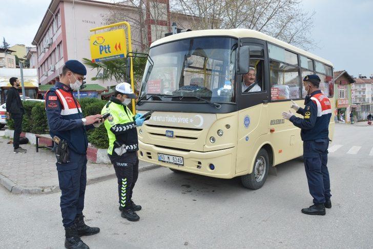 Polis ve Jandarma ekipleri minibüslerin yolcu kapasitelerini denetledi