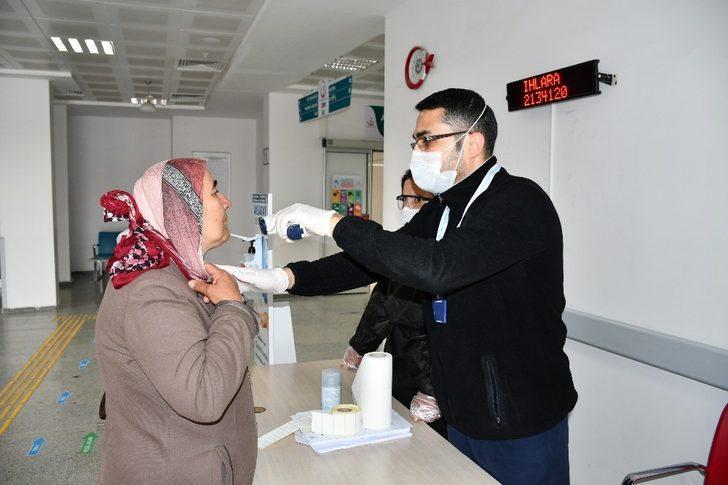 Aksaray'da hastaneye gelen her vatandaş kontrolden geçiriliyor