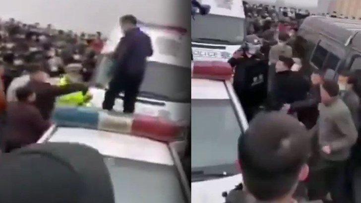Koronavirüs salgınının ortaya çıktığı Çin'in Wuhan kentinde isyan! Polise saldırıp bariyerleri yıktılar