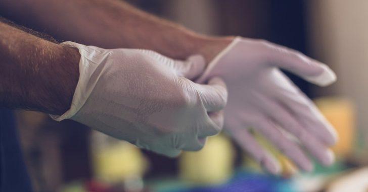 Uzmanlardan koronavirüse karşı plastik eldiven uyarısı