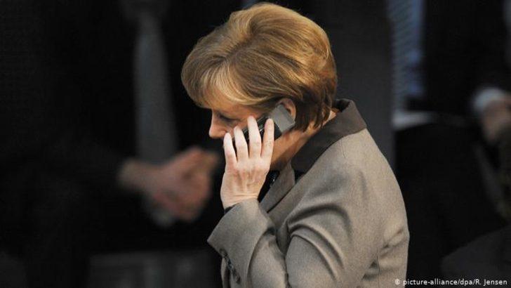 Telefonu şaka sandı Merkel'in yüzüne kapattı
