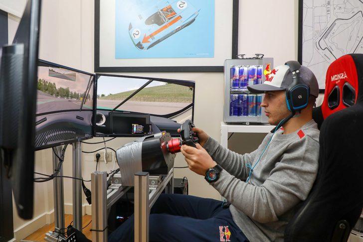Ayhancan Güven Red Bull Gaming Ground@HOME'da Formula 1 pilotlarıyla yarıştı