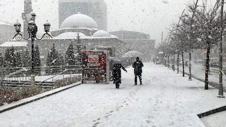 Erzurum nisanın ilk gününde kent beyaza büründü