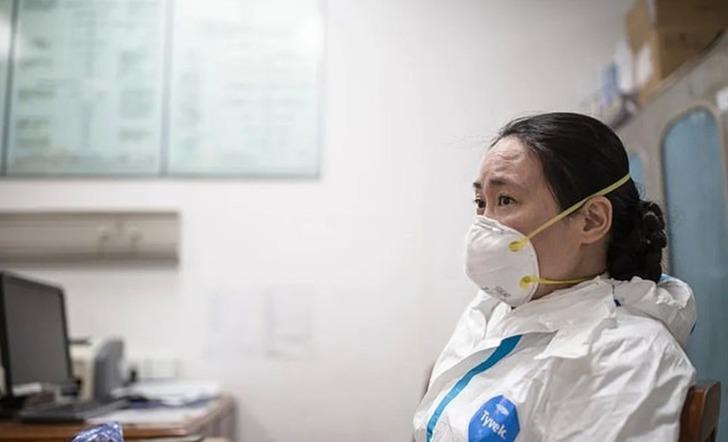 Koronavirüs salgınına karşı ilk uyarıyı yapan Wuhanlı doktor Ai Fen kayıplara karıştı