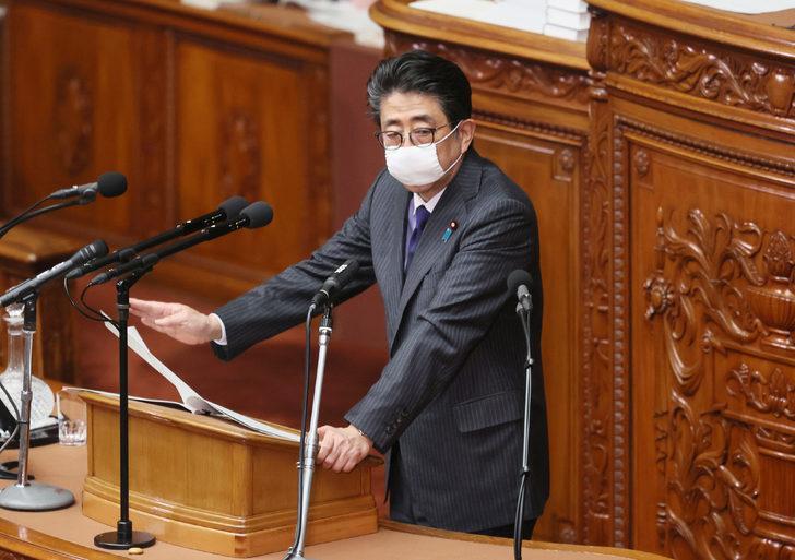 Japonya Başbakanı'dan her haneye iki maske