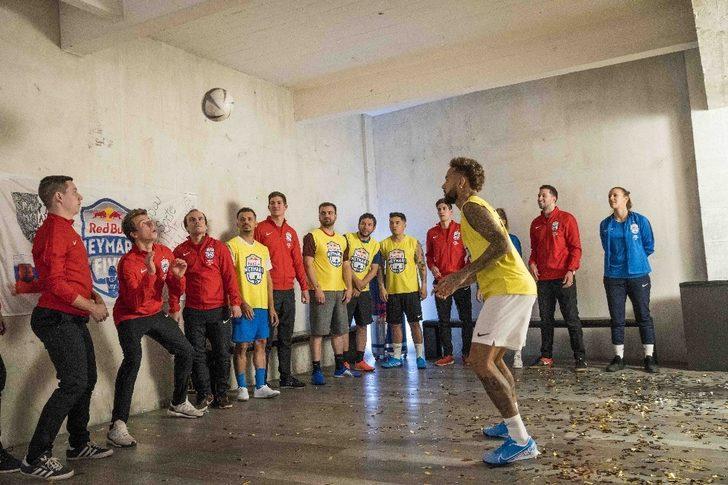 Neymar, yetenek avcılığına devam ediyor
