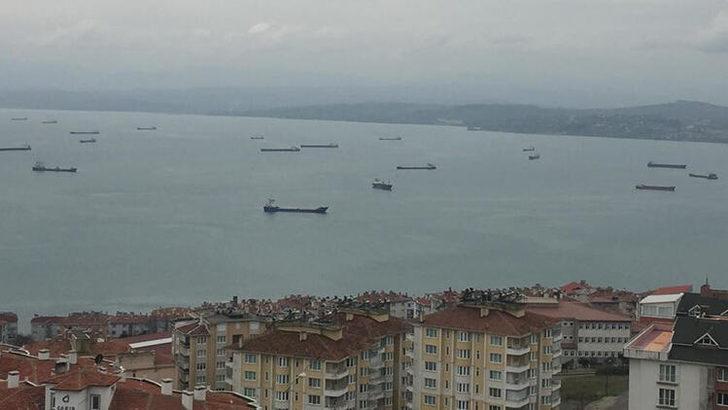 Sinop'ta gemiler fırtına dolayısıyla limana demirledi