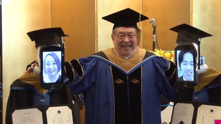 Koronavirüs: Japonya'da mezuniyet töreninde diplomaları avatar robotlar aldı