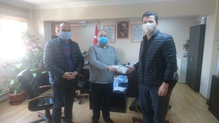 Lüleburgaz'da üretilen maskeler sağlıkçılara teslim edildi