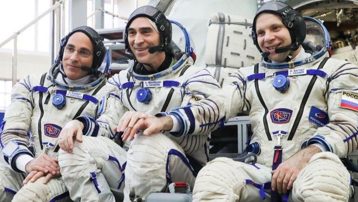 Yeni astronot ve kozmonotlar Uluslararası Uzay İstasyonu'na virüs bulaşmaması için karantina önlemleri altında uzaya gönderildi