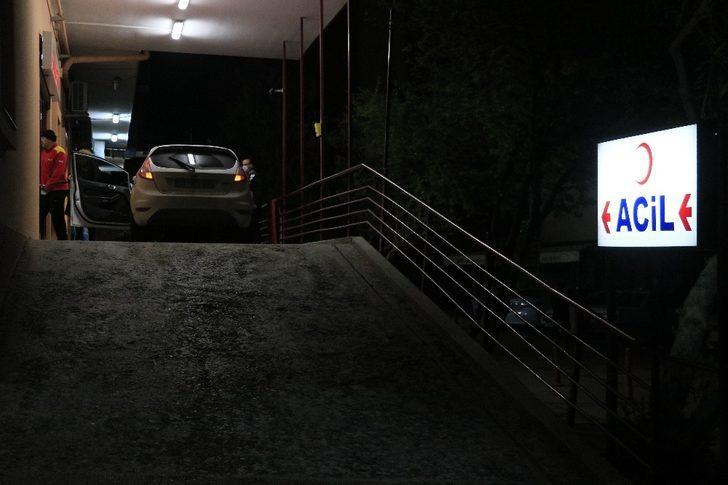 Defalarca bıçaklanan kişi otomobiliyle hastaneye geldi