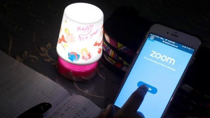Zoom: Singapur'da derste siber saldırı sonrası 'müstehcen görüntüler' paylaşıldı, okullarda uygulama yasaklandı
