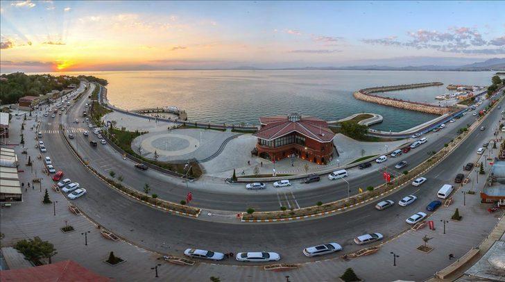 Balıkesir'in turistik Ayvalık, Gömeç, Burhaniye ve Edremit ilçelerine giriş-çıkış yasağı