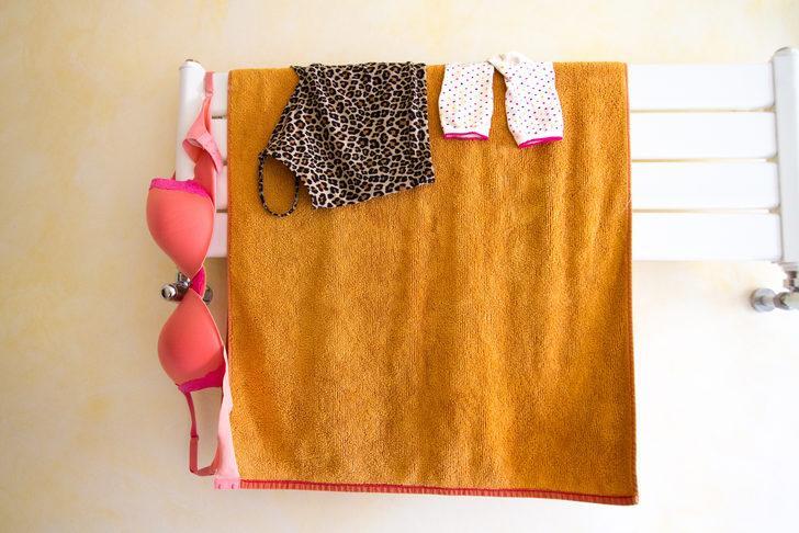 Çamaşırları bu yöntemlerle daha hızlı kurutabilirsiniz! Havlu ve askı ile...