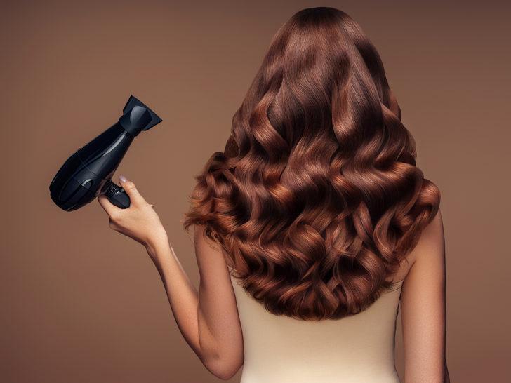 Kadınları daha genç gösteren saç işlemleri... Bu işlemler ile 10 yaş genç görünün!