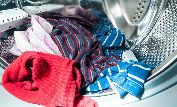 Çamaşır makinesinin temiz yıkamamasının sebebi buymuş! İçinden gelen su...