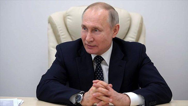 Putin'den turizmcilere müjde! Rus vatandaşlar yurt dışına tatile gidebilecek