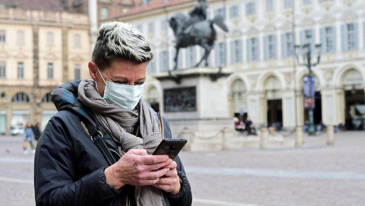 Immuni: İtalya, cep telefonu uygulaması yardımıyla 'virüsle yaşamaya başlayacak'