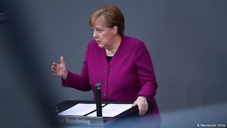 Merkel'den sanatçılara yeni destek sözü