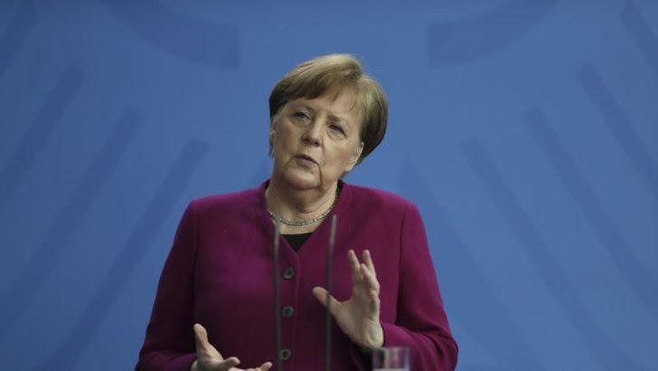 """Merkel: """"Siber Saldırıya Rağmen Rusya'yla İlişlileri Geliştirmek İstiyorum"""""""