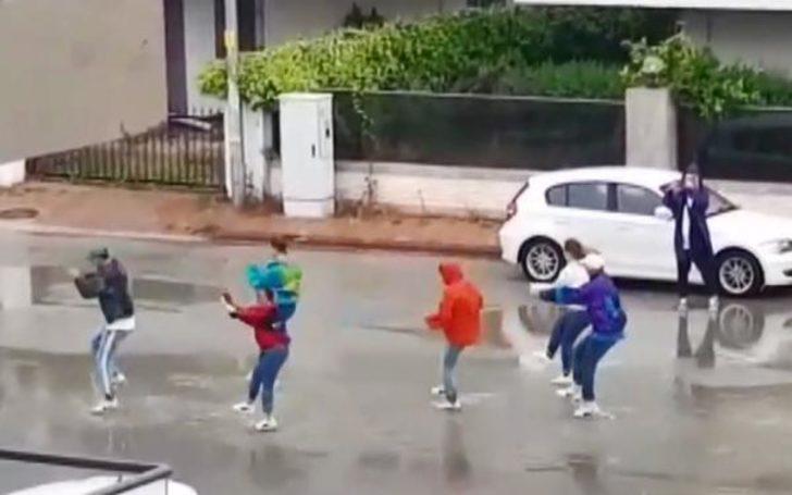 Antalya'da yasağa rağmen sokakta dans ettiler