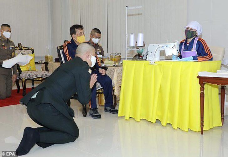 Tayland'ın tartışmalara yol açan Kralı tıbbi malzeme denetlemesinde görüldü