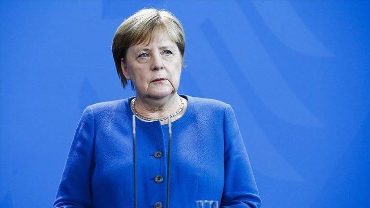 Merkel'e göre koronavirüs aşısı için 8 milyar avro gerekiyor