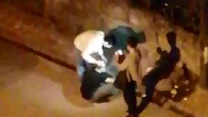 Sultangazi'de sokak ortasında tıraş oldular