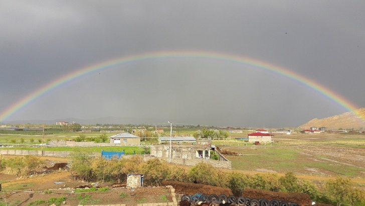 Iğdır'da yağmur sonrası oluşan gökkuşağı görsel şölen oluşturdu