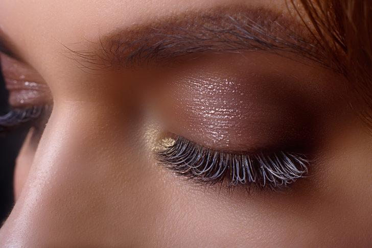 Bu yöntemlerle kirpikleriniz daha uzun görünecek! Badem yağı, eyeliner...