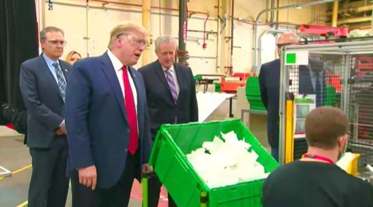 Trump'tan maske üretim tesisine 'maskesiz' ziyaret