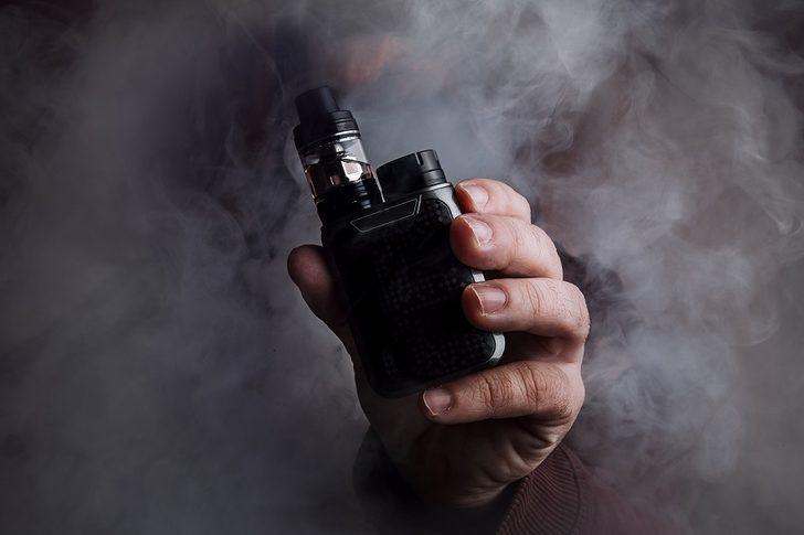 """""""Koronavirüs açısından elektronik sigaranın tütünden farkı yok"""""""
