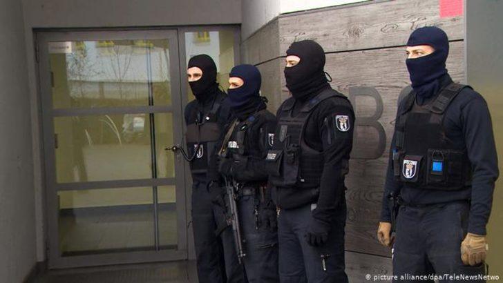 Almanya'da dolandırıcılıkla suçlanan Selefilere baskını