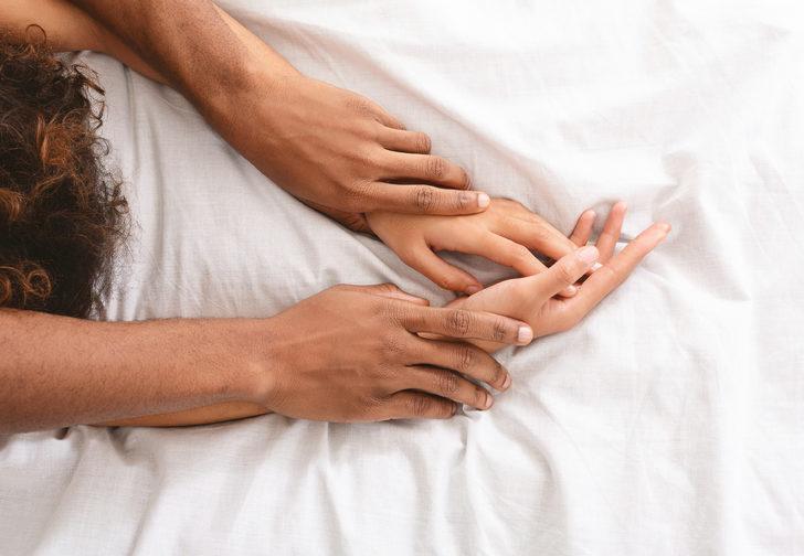 Yeni araştırmalara göre koronavirüs cinsel ilişki yoluyla bulaşabiliyor
